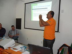 Rogério durante palestra em Araranguá