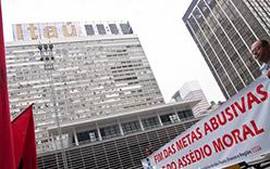 As metas abusivas e o assédio moral são tema nas greves e protestos dos sindicatos bancários em 2011 (Foto: Zé Clarlos Barretta/Flickr)